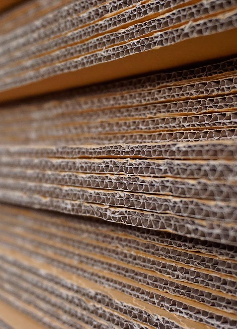 57601586-pile-abstraite-de-carton-pour-le-fond-utilisé